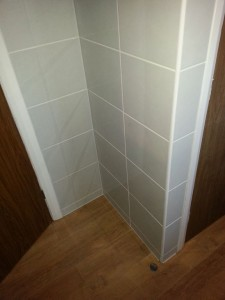 2013.02 - Otter Bathrooms - Upottery_Tilied_Wall_Corners